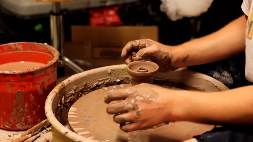 Какими свойствами обладает глиняная чаша и чем она лучше других? Как правильно выбрать глиняную чашу и какая на них цена