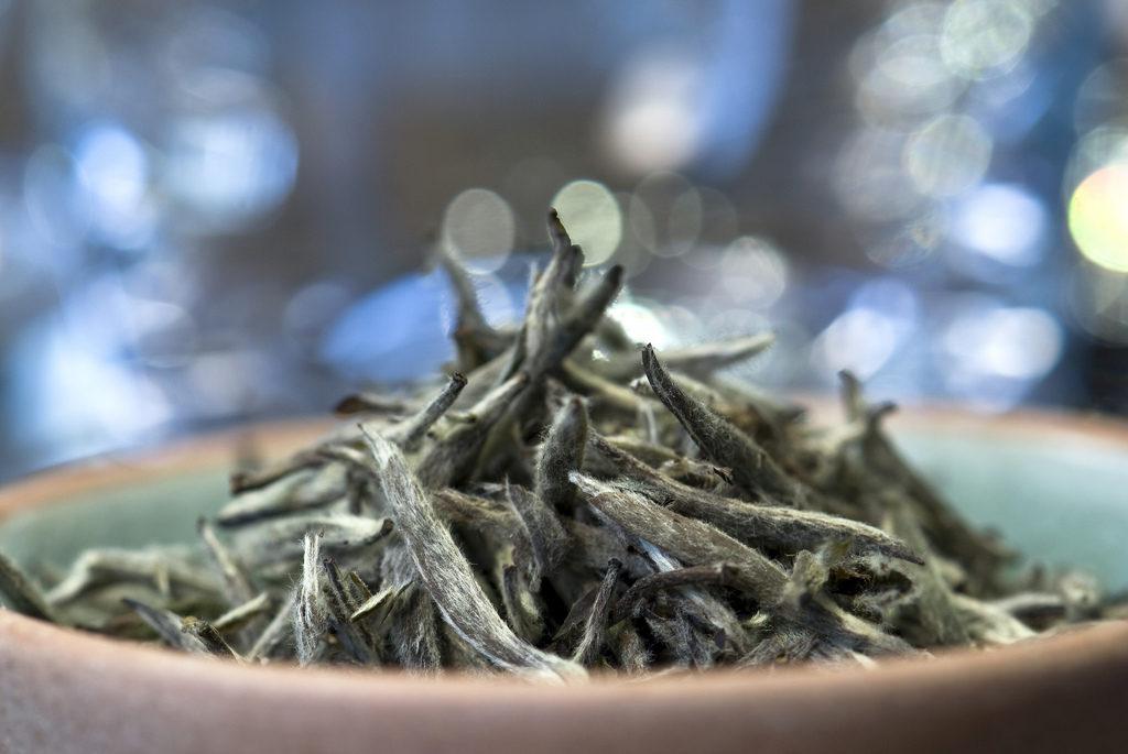 Для Chabacco используется белый чай БайХао ИньЧжэнь